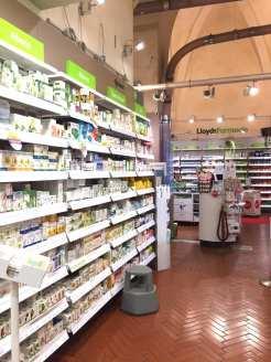 Farmacia Lloyds piazza maggiore reparti